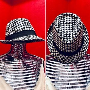 Accessories - * Fashionable Black & White Houndstooth Fedora Hat